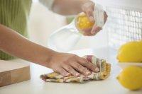 در خانهتکانی، مراقب پوست خود باشید