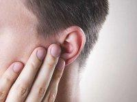 تکان دادن سر برای تخلیه آب داخل گوش به مغز آسیب میرساند