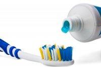 مسواک زدن و نخ دندان به پیشگیری از دیابت کمک می کند