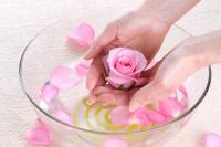 اعصابتان را با «گلاب» آرام کنید