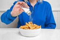 مصرف نمک زیاد چه بلایی سر بدن ما میآورد؟