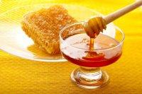 عسل را در شیر حل کنیم یا آب جوش