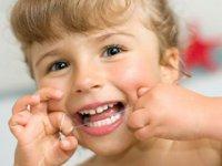 خونریزی لثه در هنگام استفاده از نخ دندان عادیه؟
