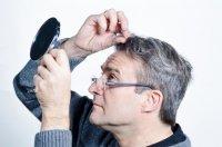 6 عادت رایجی که سفید شدن زودرس مو را در پی دارد